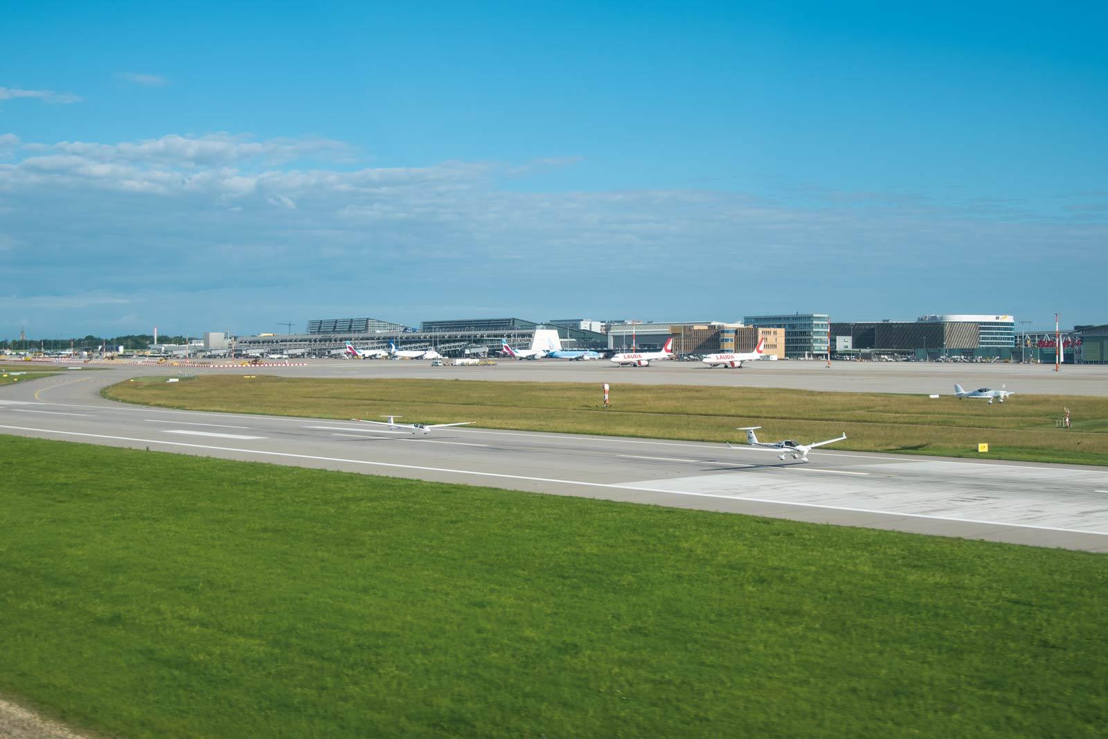 Touch and Go des Schleppzugs auf dem Manfred Rommel Airport in Stuttgart