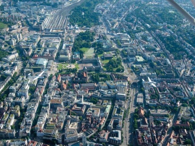 F-Schlepp über der Landeshauptstadt Stuttgart